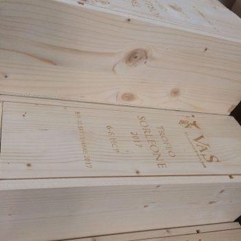 marcatura di scatola portabottiglie in legno