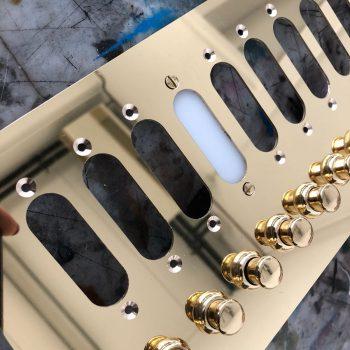 citofoniere in ottone di varie forme e finitue